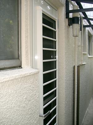 品川区の建具屋太明,施工例,勝手口ドア交換.採風ドア