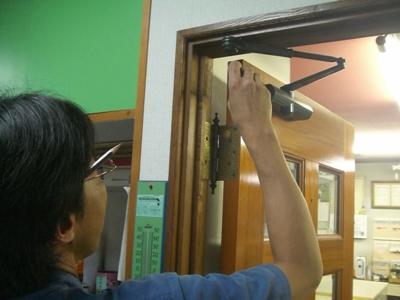 品川区の建具屋太明 ドア,ドアクローザー,ドア調節,ドア修理