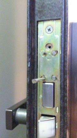 品川区の建具屋太明,玄関ドア,カギ交換