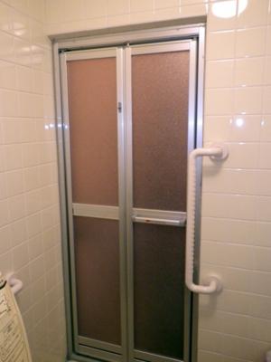 品川区の建具屋太明,施工例,浴室のドア交換,浴室のドア工事,浴室の折戸
