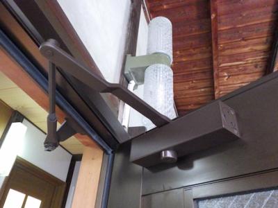 品川区の建具屋太明,施工例,玄関ドア,ドアクローザー交換